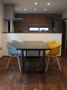 セラミックテーブル×HAY、拘りのソファのコーディネート