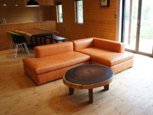 素材を感じる家具を使ってのコーディネート。
